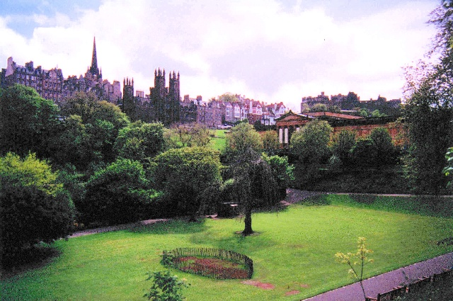 princes street gardens in edinburgh