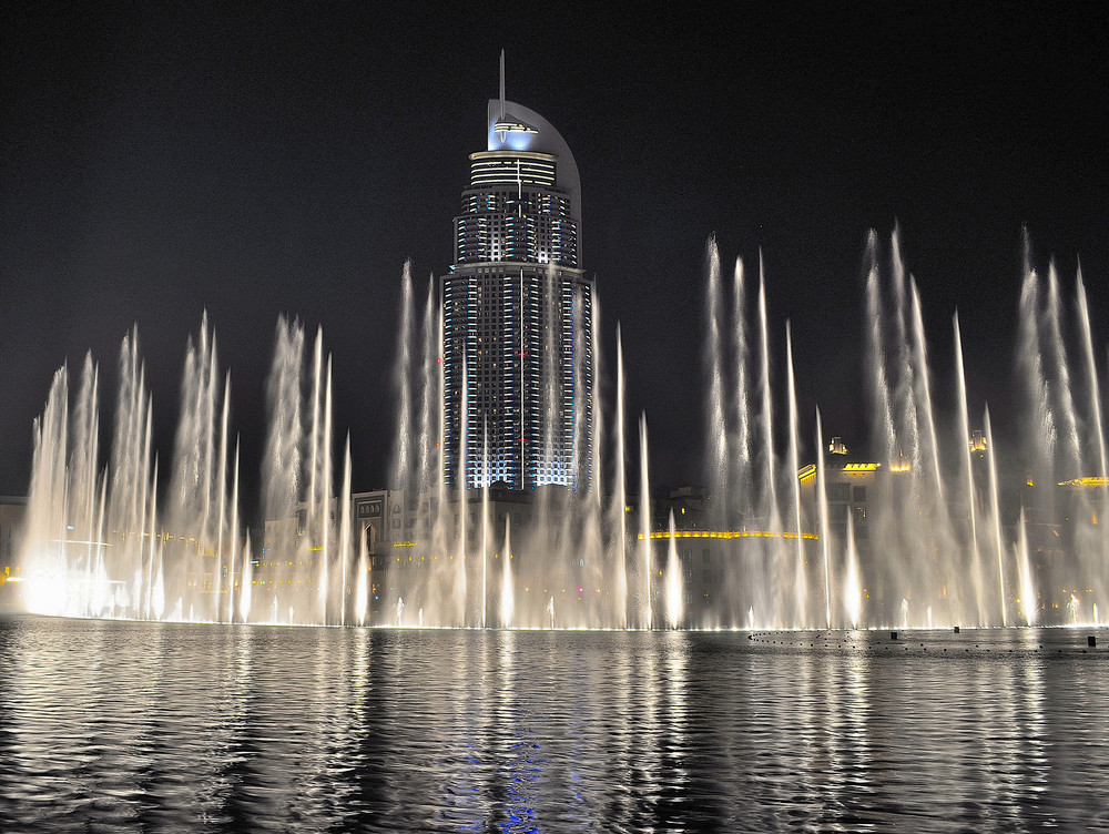 dubai fountain view with the adress hotle