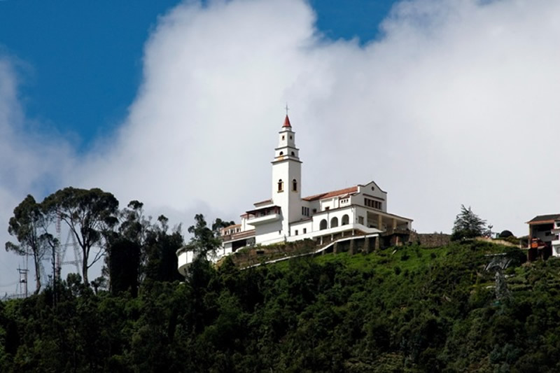 monserrate-colombia-travel