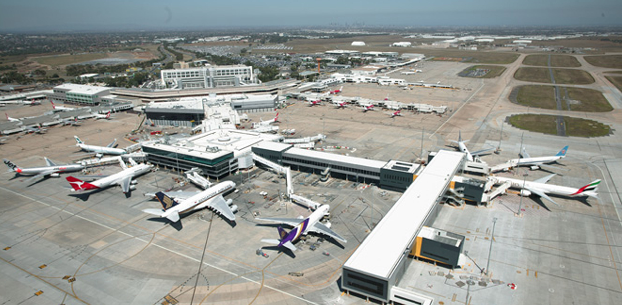 melbourne airport sits right - HD2500×1225