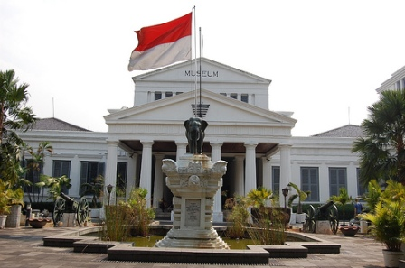 National Museum of Indonesia National Museum of Indonesia is located in Jakarta. It is located nearby National Monument. National Museum of Indonesia is contains with unique historical and ethnological collections, the Museum of National History and of Indonesian Culture.