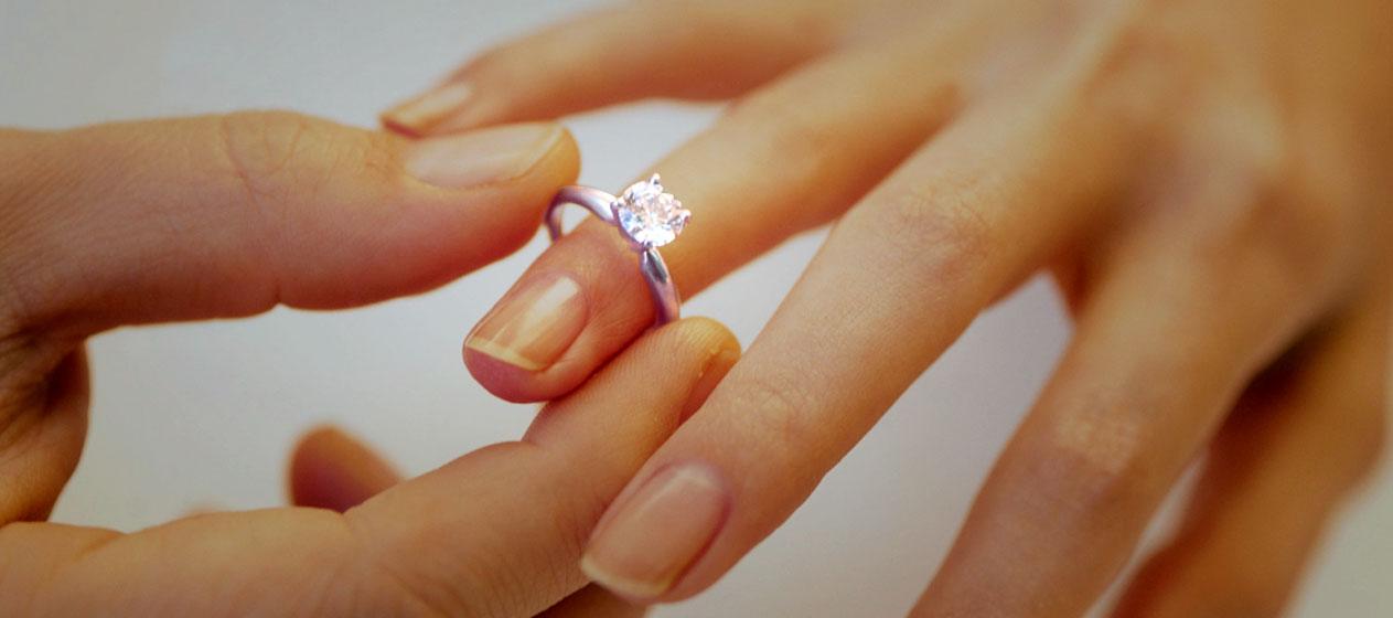 taking care of diamond jewellery