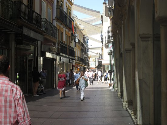 Calle-Sierpes-Sevile-Spain-1