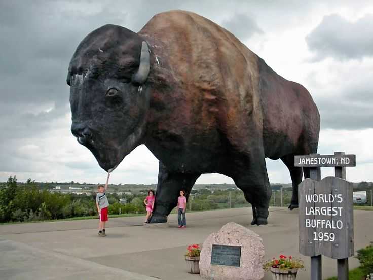 Bison-Sculpture-in-Prairie-City