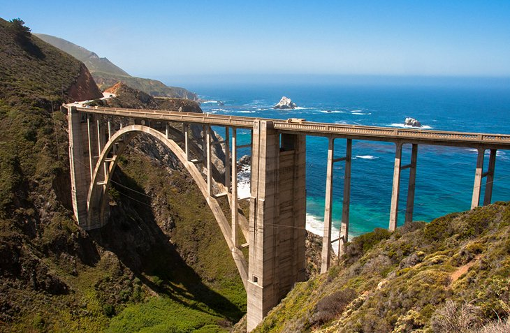 train-along-America's-scenic-West-Coast