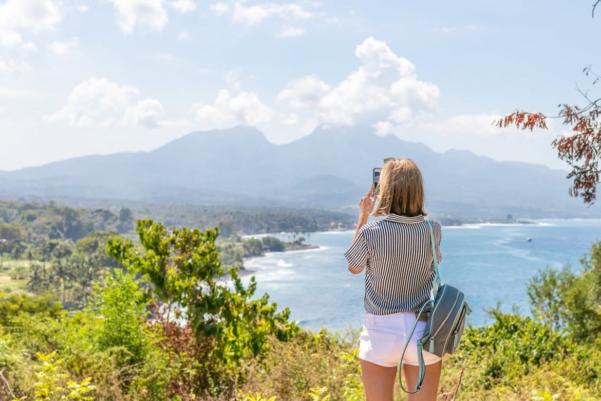 Backpacking solo travelers pros and cons