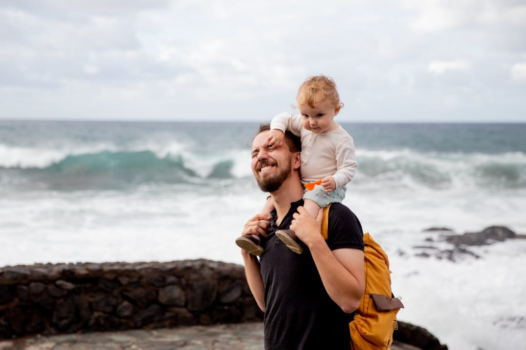 Backpacking-solo-travelers-with-baby