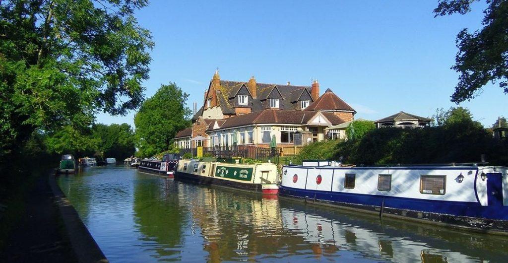 Canal-Narrowboat-Holidays